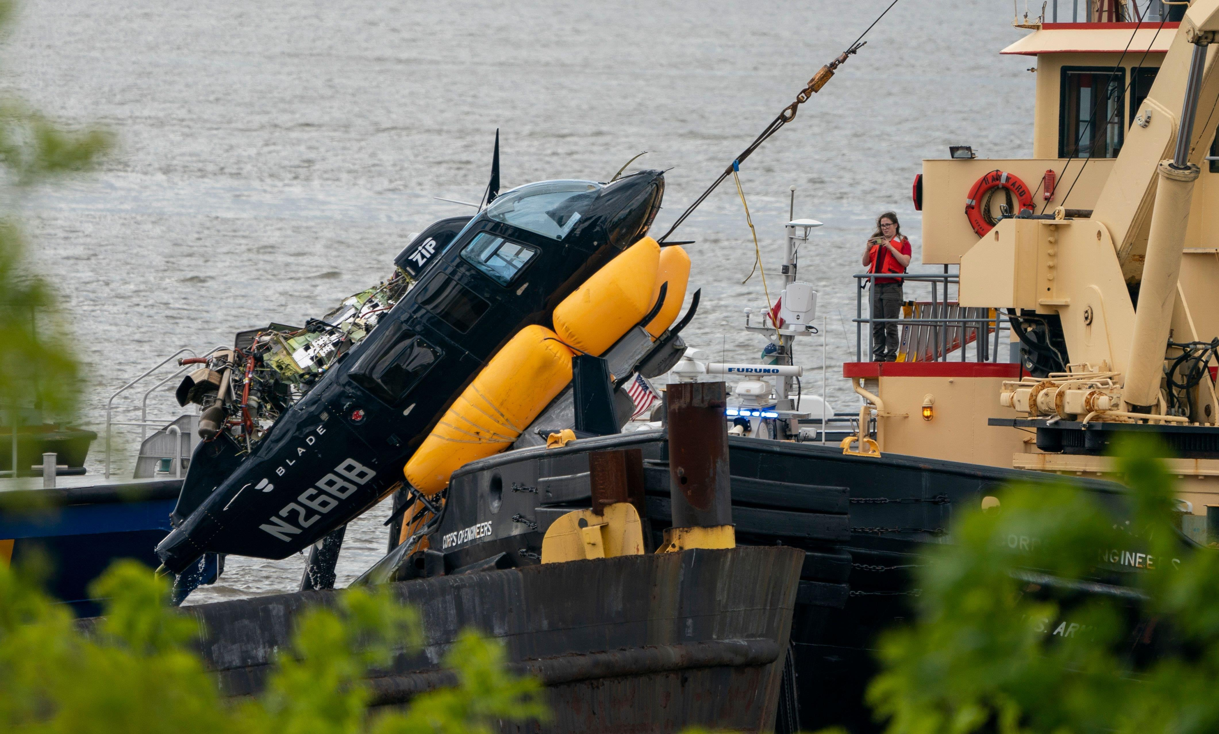 Helicopter Crashes into Hudson River in New York, Pilot Rescued